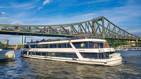 Yacht, Eiserner Steg, Iron Bridge across Main River, Frankfurt, Germany