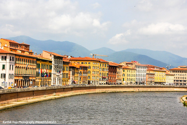 River Arno, Pisa lies on the mouth of the river on the Ligurian sea, Pisa, Italy