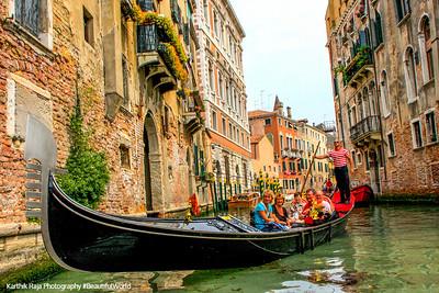 Gondolo, canal, Venice, Italy