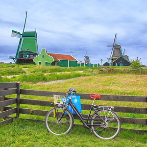 Bicycle and De Gekroonde Poelenburg, Windmills, Zaanse Schans,  Netherlands