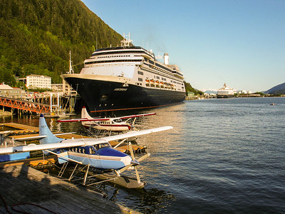 Cruise Boats Juneau Harbour