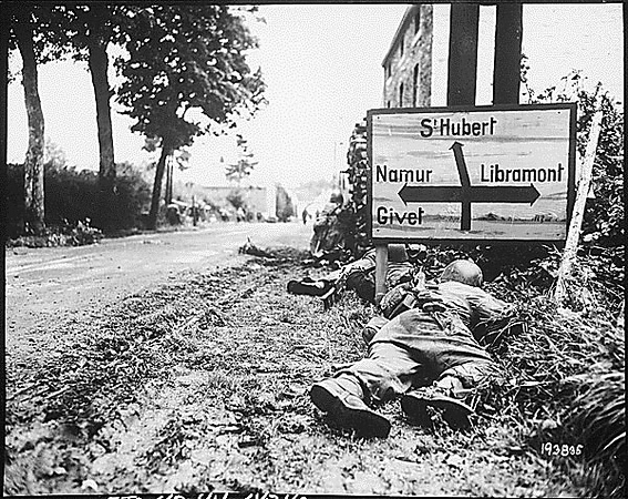 """""""Men of the 8th Infantry Regiment attempt to move forward and are pinned down by German small arms from within the Belgian town of Libin. Men seek cover behind hedges and signs to return the fire."""" Gedicks, September 7, 1944. 111-SC-193835. National Archives Identifier: 531212 #ww2 #wwii #american"""
