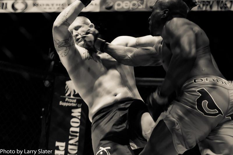 Joe Yager (Apex MMA) def  Ashley Gooch (MMA Lab)_R3P2290-2