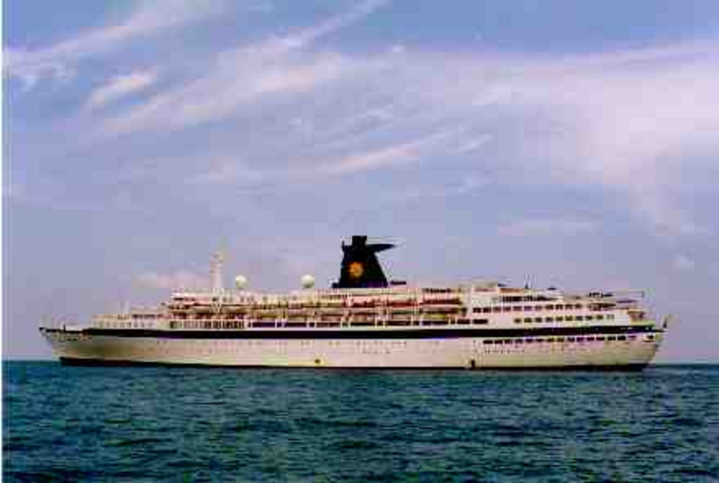 The Sun vista luxury cruise ship now lays in 70m of water subjected to bad visibility and strong currents