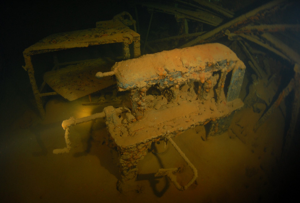 Dive to explore the workshop.  Power saw, milling machine lathe grinder etc. (approx depth 54m)