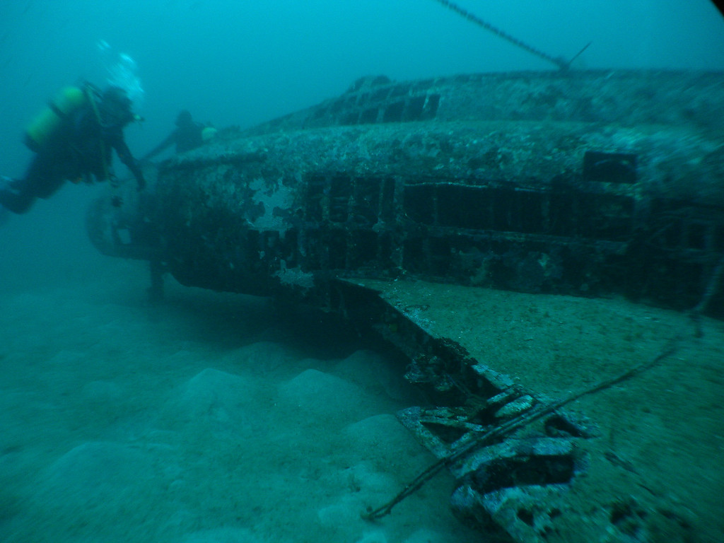 Single tank air divers at 45m kicking up the silt!