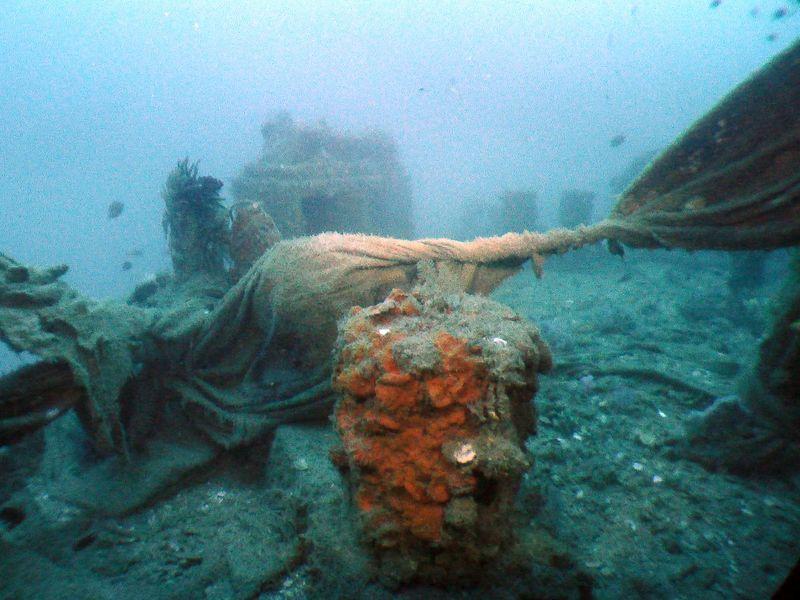Starboard side stern of Lat Da