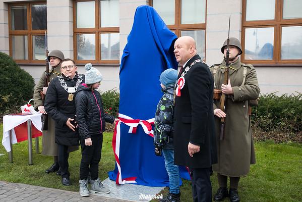 Odsłonięcie pomnika Marszałka Józefa Piłsudskiego Obchody 100 rocznicy odzyskania niepodległości przez Polskę 11.11.2018, Plac im. Józefa Piłsudskiego w Mszczonowie ©Agata i Mateusz Matysiak