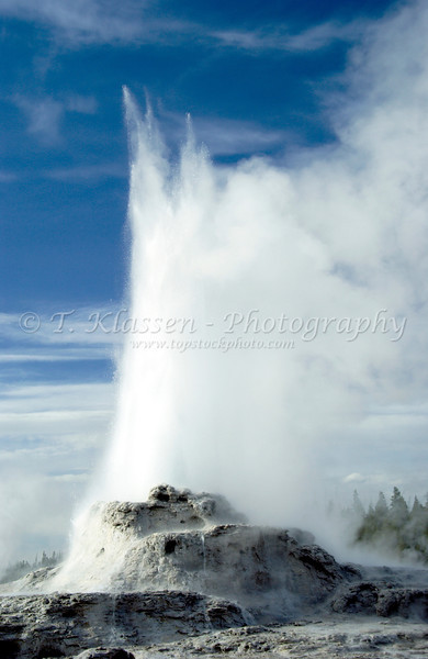 Castle Geyser erupting in Yellowstone National Park, Wyoming, USA.