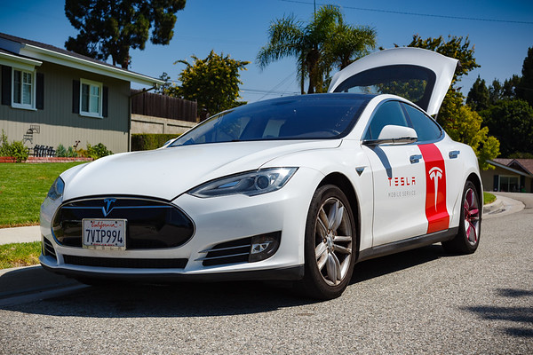 Believe it or not, this is the first time one of Tesla's Model S Mobile Service vehicles has stopped by...in this particular case, to exchange my Model X's faulty Universal Mobile Connector