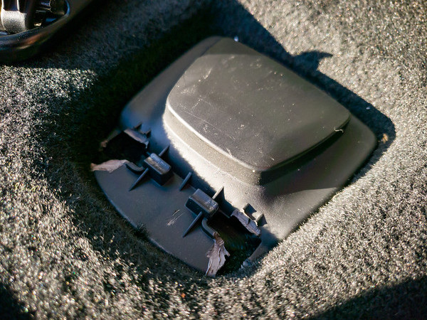 I wonder if Tesla can replace the latch or if they will need to replace the entire lid