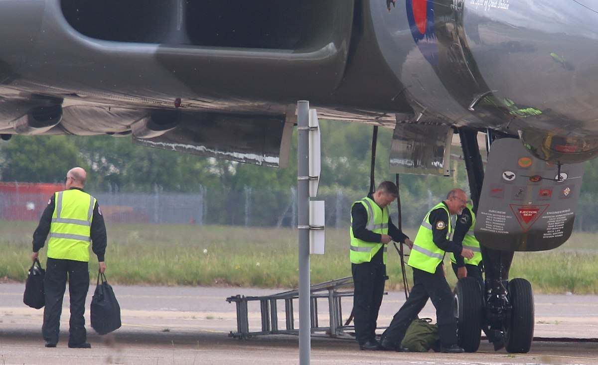 XH558's flight crew arrive just after 1305<br /> By Correne Calow.