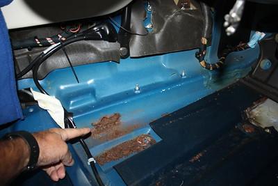 Right hand gearbox tunnel seam