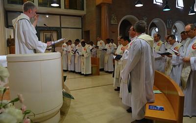 Fr. Stefan leads the opening hymn