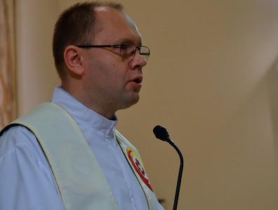 Fr. Leszek proclaims the Gospel