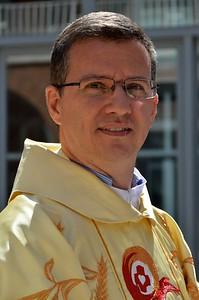 Fr. Carlos Enrique Caamaño Martín