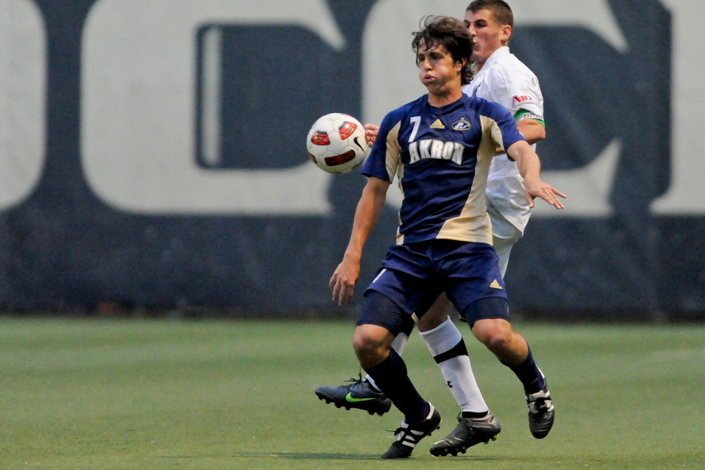 Akron (7) Reinaldo Brenes during the game between the Xavier Musketeers and Akron Zips Cincinnati, Ohio.  Xavier and Akron ended in a draw (1-1).