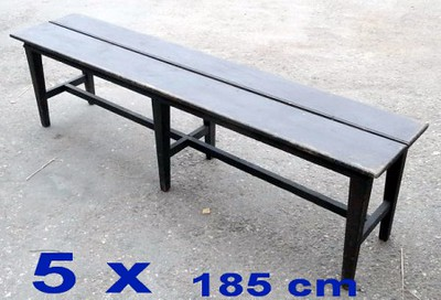 2 benches.