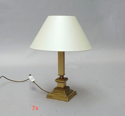 4 x lamps to go on side tables.