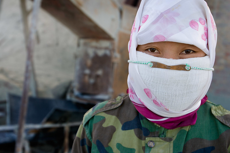 Asbestos worker. Shimiankuang asbestos mine. Shimiankuang. Yitunbulake.