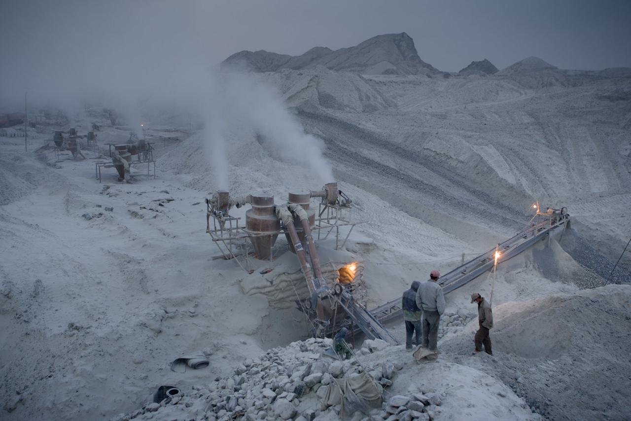 Shimiankuang surface-level asbestos mine. Yitunbulake.