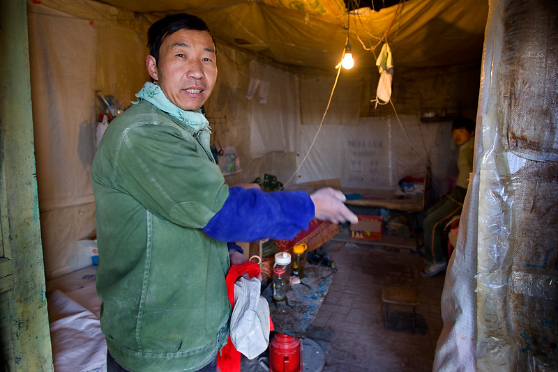 Living quarters, asbestos workers. Shimiankuang asbestos mine. Yitunbulake.