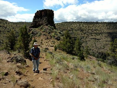 Hiking to Chimney Rock near Prineville, OR