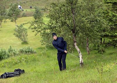 Steinn Þorkelsson var í erfiðri aðstöðu eftir teighögg sitt á 12. braut.