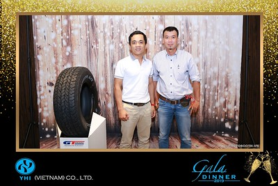 YHI-Vietnam-Gala-Dinner-2019-instant-print-photo-booth-chup-anh-in-hinh-lay-lien-Su-kien-WefieBox-photobooth-vietnam-19