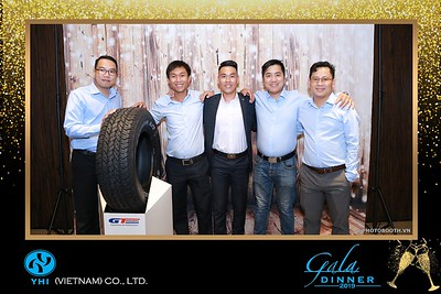 YHI-Vietnam-Gala-Dinner-2019-instant-print-photo-booth-chup-anh-in-hinh-lay-lien-Su-kien-WefieBox-photobooth-vietnam-10