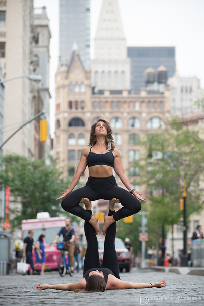 Acroyoga in Union Square