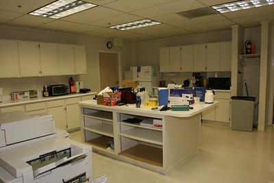The kitchen breakroom...The drawers and cabinets are bare ! What you see is everything in there.