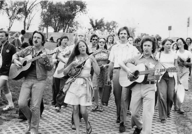 1976 Montreal Olympics (Steve & Ruth Smith lead march)