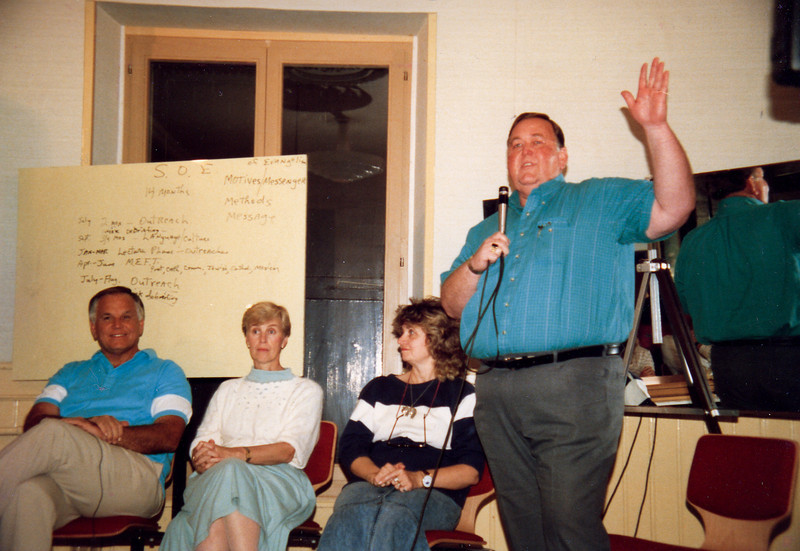 Leland Paris speaks at the 1988 DTS leaders workshop at Lausanne. His wife Fran is seated with Darlene and Loren