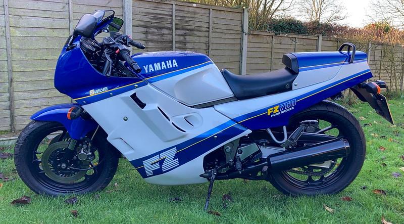 Yamaha FZ750 -  (1)