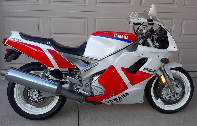 Yamaha FZR1000 -  (1)