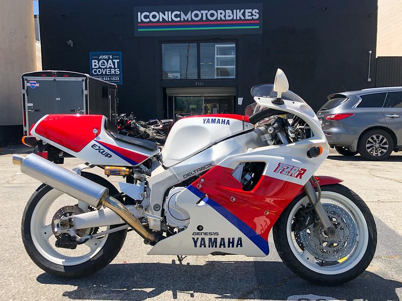 Yamaha FZR750R OW01 -  (1)