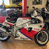 Yamaha FZR750R OW01 -  (5)