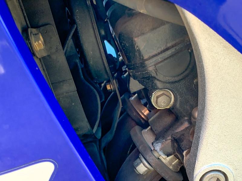 Yamaha R1 -  (18)