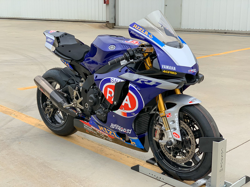 Yamaha R1 Racer -  (1)