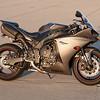 Yamaha R1 -  (1)