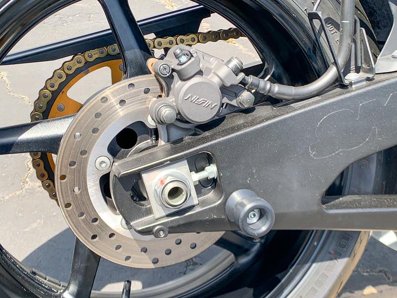 Yamaha R1 -  (3)