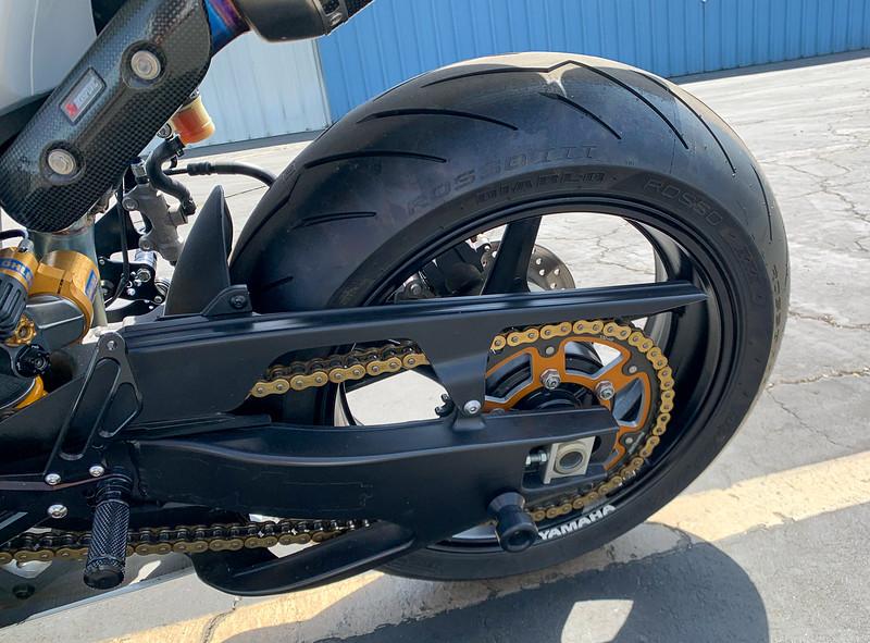 Yamaha R1 -  (26)