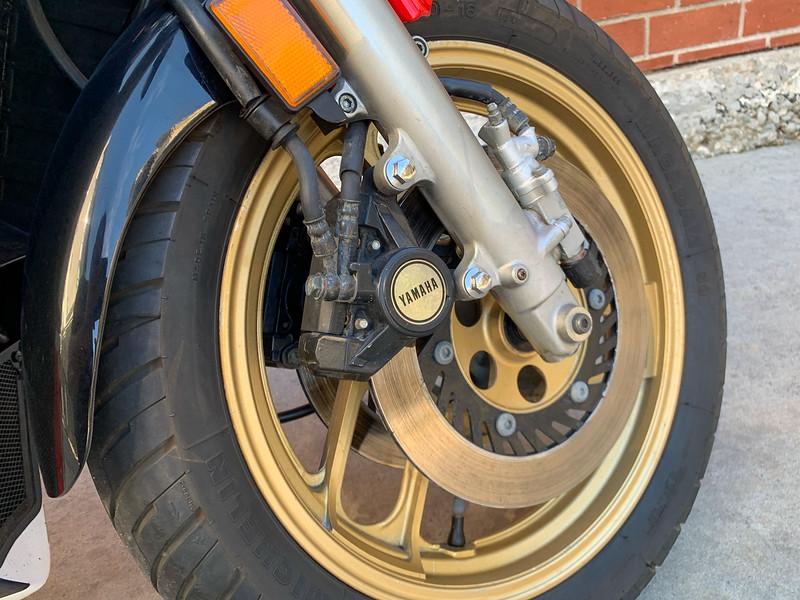 Yamaha RZ500 -  (1)