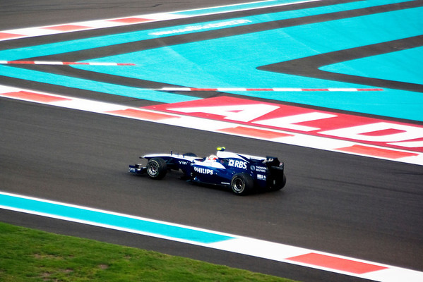 Formula One Qualifying Session (29 Photographs)