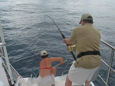 Sailing from Bora Bora to Hawaii -- Steve and Vanessa land another tuna