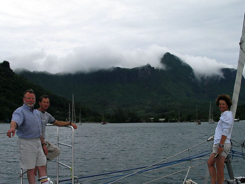 Our crew is preparing ADAGIO for departure from Cook's Bay, Moorea o Hawaii
