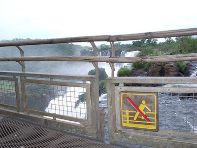 This sign warns people not to climb over the fence and fall 250 feet to their death.