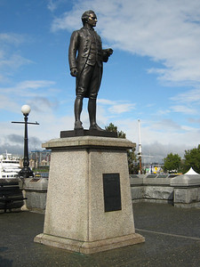 Captain James Cook, statue in Victoria Harbour, where we meet our friends to go to lunch or dinner.