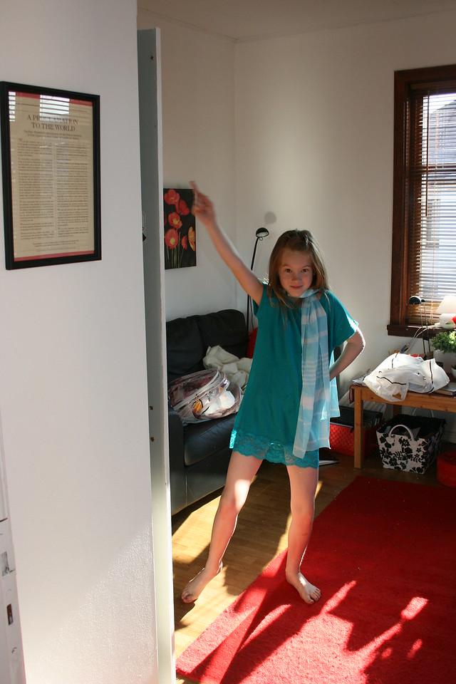 Em Dancing in the Apt